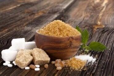 Diferența dintre zahărul alb, brun și muscovado