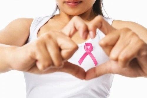 3 sugestii ca să faci față cancerului mamar