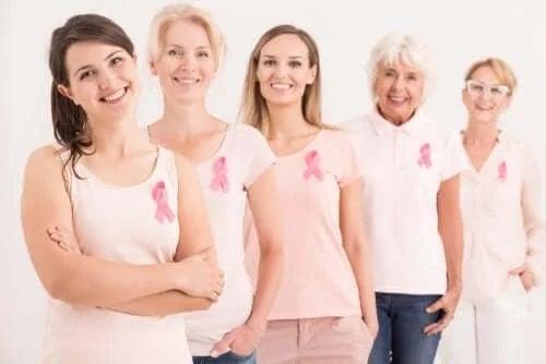 Femei care au supraviețuit cancerului mamar