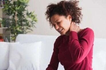 5 remedii naturale pentru torticolis (gât înțepenit)
