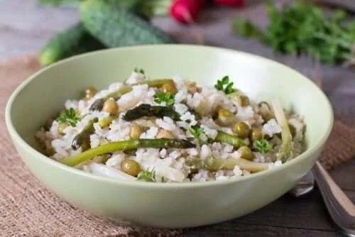 Cum să gătești sănătos orezul cu legume
