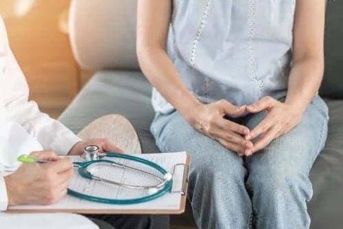 Medic ce arată cum să faci față cancerului mamar