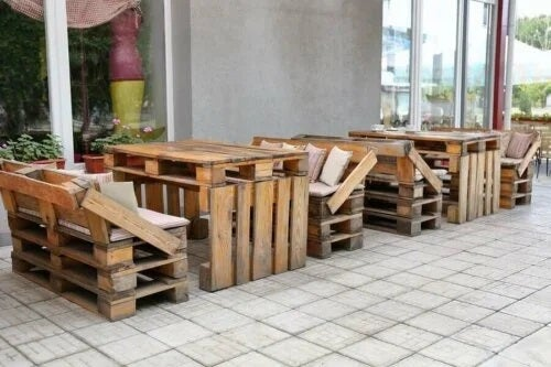 Mobilă din paleți de lemn