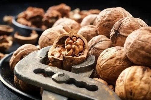 Nucile sunt alimente benefice pentru circulație