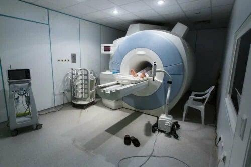 Pacient supus unui RMN