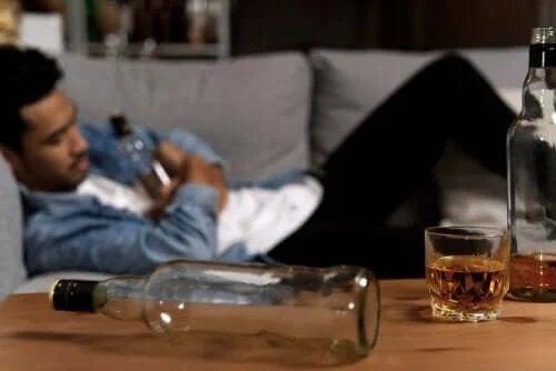 Cum îți ajuți partenerul alcoolic?