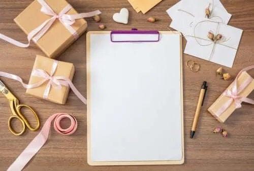 Pregăătirea listei de invitați la nuntă