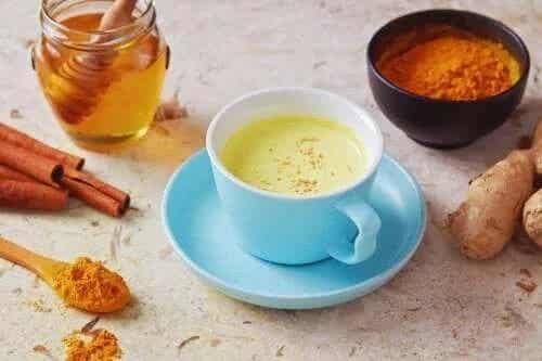 Remediu pentru tuse cu ceai de piper și miere