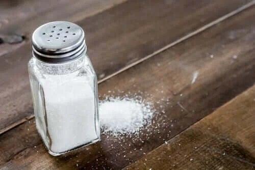 Solniță plină cu sare