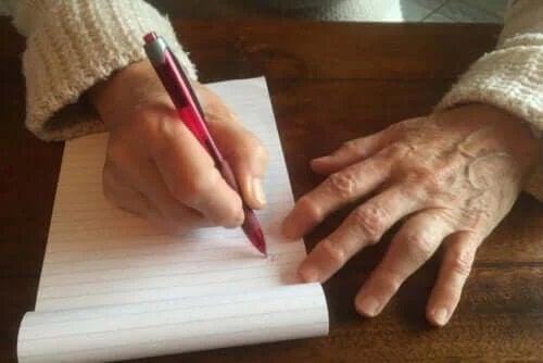 Bătătura scriitorului: de ce apare și cum să o tratezi?