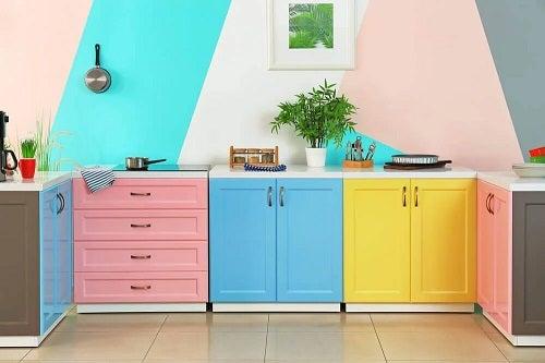 Bucătărie foarte colorată