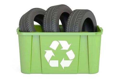 Cauciucuri reciclate în căsuțe pentru animale de companie