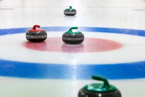 Ce este curling-ul jucat iarna