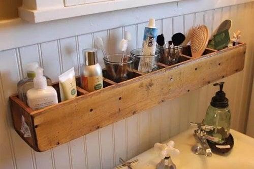 Spațiu de depozitare în baie