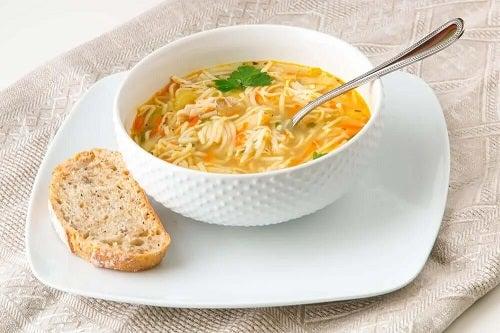 Dieta pentru pietrele la rinichi include supe