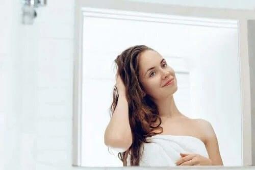 5 tratamente naturale pentru păr uscat