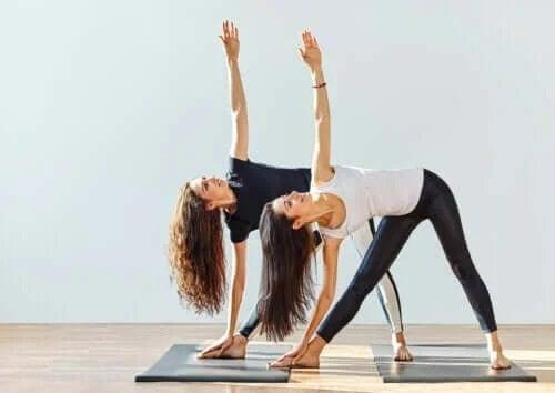 Yoga pentru osteoartrită: cât de mult ajută?