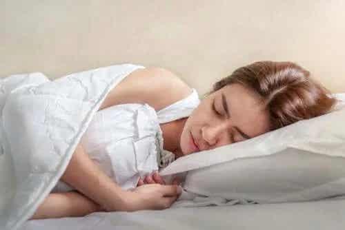Spasmele în somn: cum să le eviți