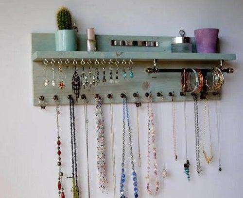 Organizator de perete pentru accesorii vestimentare