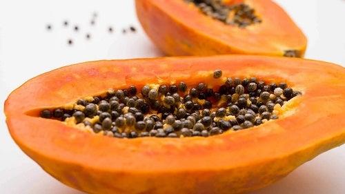 Papaya coaptă cu semințe