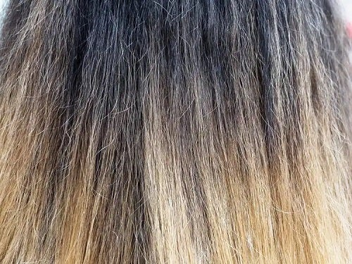 Păr deteriorat și uscat