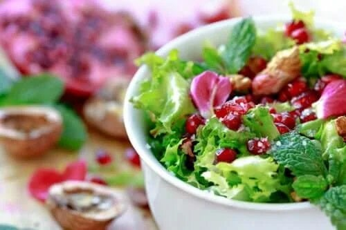 Rețetă de salată cu andive și rodie