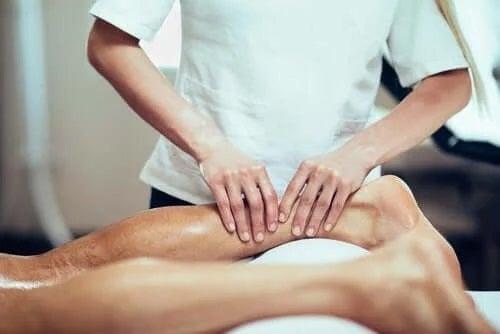Terapeut ce tratează leziunile musculare ale gambelor