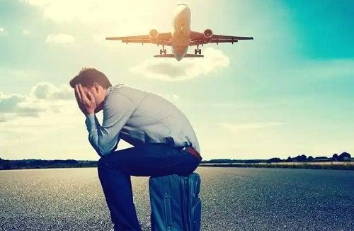 Bărbat afectat de frica de a călători