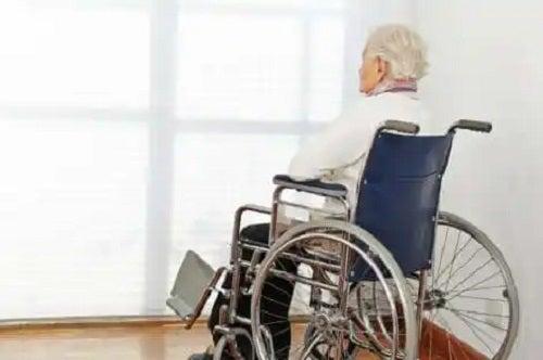 Bătrân care cunoaște tipurile de eutanasie