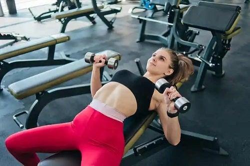 Beneficiile exercițiilor anaerobe la femei