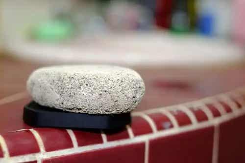 Beneficiile utilizării pietrei ponce în gospodărie