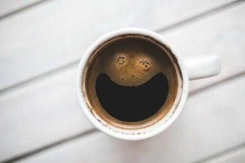 Cafeina influențează creierul: cum este posibil?