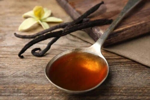 Diferența dintre esența și extractul de vanilie
