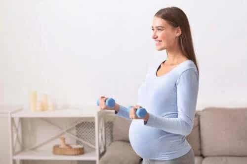 Exercițiile fizice în sarcină: sunt sigure?