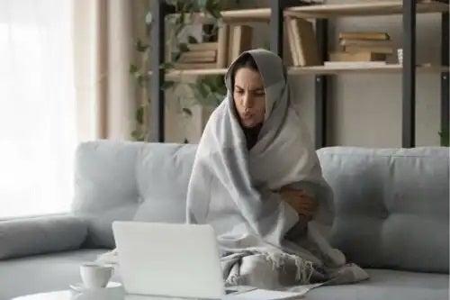 Femeie intolereantă la frig