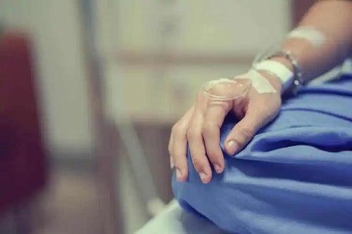 Pacient care face pregătirea pentru chimioterapie