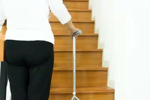 Prevenirea căzăturilor la bătrâni prin ajustarea casei