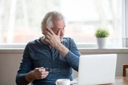 Cum să previi uscarea ochilor din cauza PC-ului