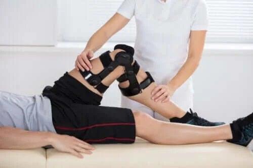 Ce cauzează ruptura ligamentului încrucișat posterior?