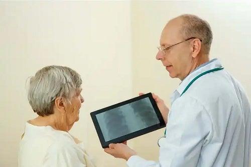 Specialist care explică ce este bronhoscopia