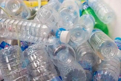 Sticle din plastic pentru reciclare