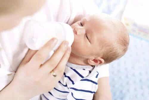 Alăptarea mixtă: tot ce trebuie să știi