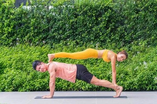 Beneficiile gimnasticii acrobatice la adulți