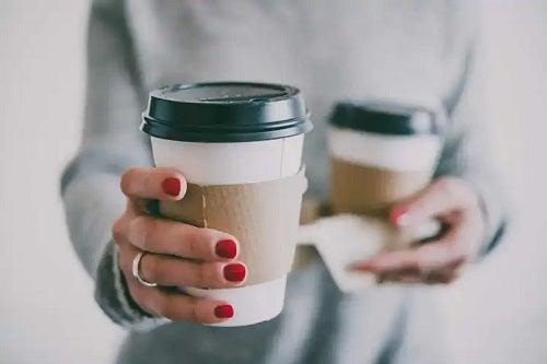 Cafeaua pătează dinții