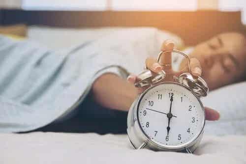 Ce se întâmplă cu creierul când nu te odihnești?
