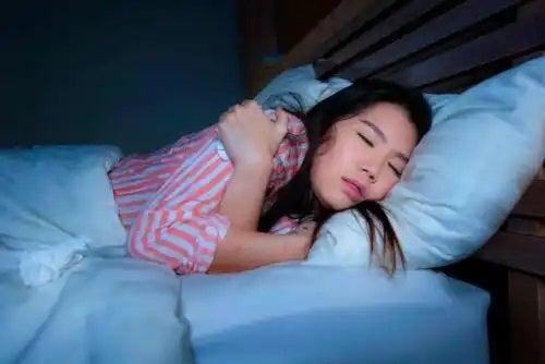 Fată care doarme bine