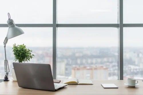Cum să ai mai multă lumină la birou