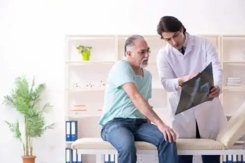 Medic care prezintă caracteristicile artritei infecțioase acute