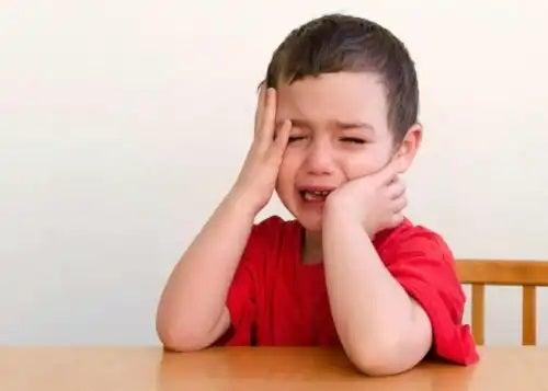 Mersul desculț la copii poate provoca accidentări