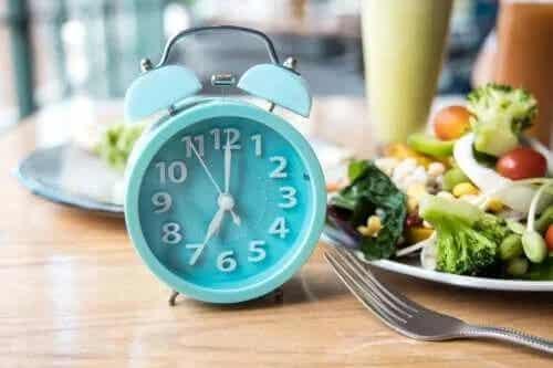 Cele mai bune ore la care să mănânci